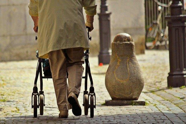 Schmerzen beim Gehen bedeuten oft ein Risiko fürs Herz