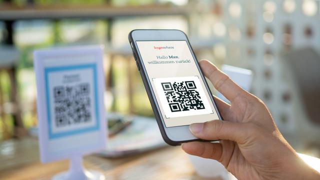 Handy mit QR-Code knowwhere